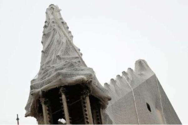 Παναγία των Παρισίων: Απειλείται από την βροχή και