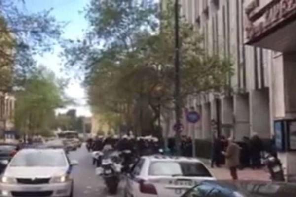 Εισέβαλαν μέλη του Ρουβίκωνα στο Υπουργείο Εξωτερικών! (Video)