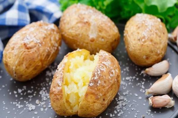 Μάθε γιατί είναι ωφέλιμο να τρώμε τις πατάτες με τη φλούδα!