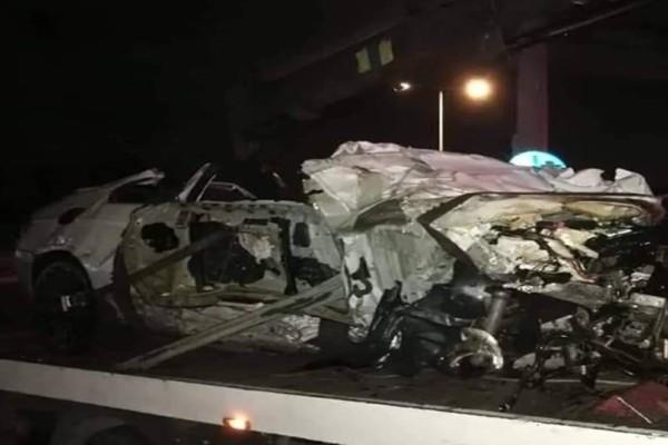 Τροχαίο σοκ στο Ελληνικό: Βαριά τραυματισμένη η οδηγός! Σοκάρουν οι εικόνες - διαλύθηκε ΙΧ και στάση λεωφορείου!