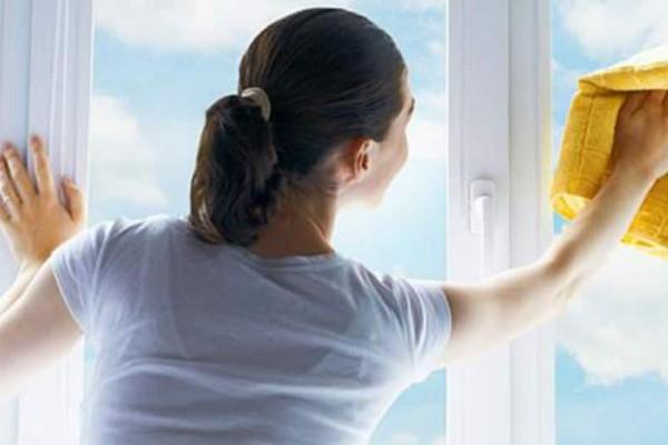 Καθαριότητα στο σπίτι: Με αυτό το καθαριστικό θα έχει πεντακάθαρα τζάμια!