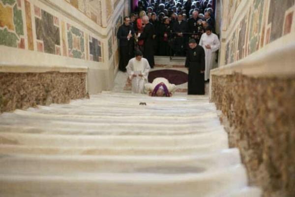 H ''Ιερή Σκάλα''  στο Βατικανό αποκαλύπτεται μετά από 300 χρόνια!