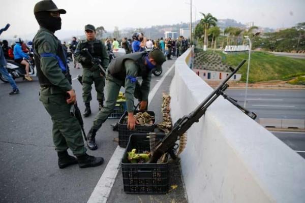 Βενεζουέλα: Ανεξέλεγκτη η κατάσταση! Όχημα έπεσε πάνω σε διαδηλωτές!