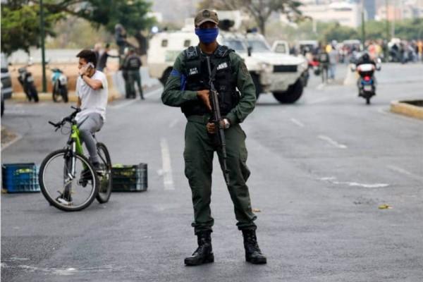 Βενεζουέλα: Ο στρατός στους δρόμους! Σε εξέλιξη πραξικόπημα!
