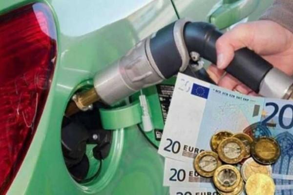 Τόση ποσότητα βενζίνης βάζει στο αυτοκίνητό του ο μέσος Έλληνας