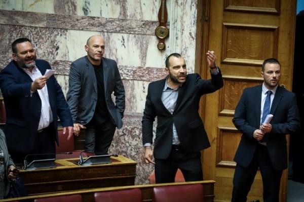 Άγριο επεισόδιο με βουλευτές της Χρυσής Αυγής στη Βουλή! - «Είστε δολοφόνοι, επίγονοι του Χίτλερ»
