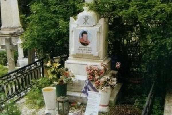 Εικόνες ξεφτίλας για τον νεκρό Δημήτρη Παπαμιχαήλ!