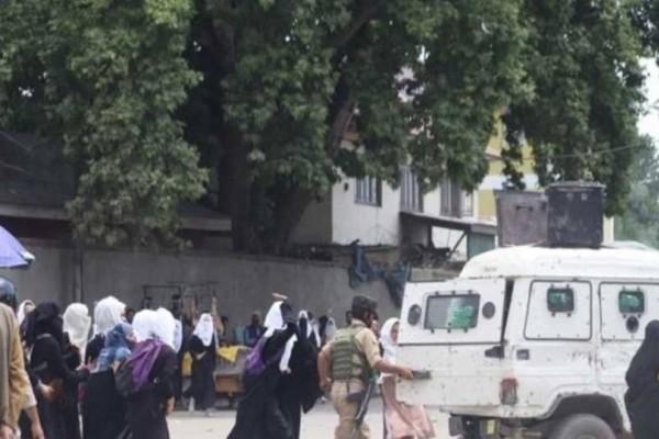Ινδία: Διαδηλωτές βγήκαν στους δρόμους για τον βιασμό 3χρονης!
