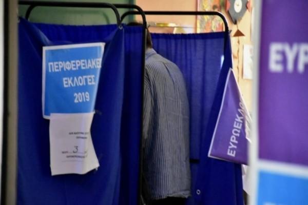 Σοκ στη Κόρινθο: Ηλικιωμένος πέθανε την ώρα που ψήφιζε!