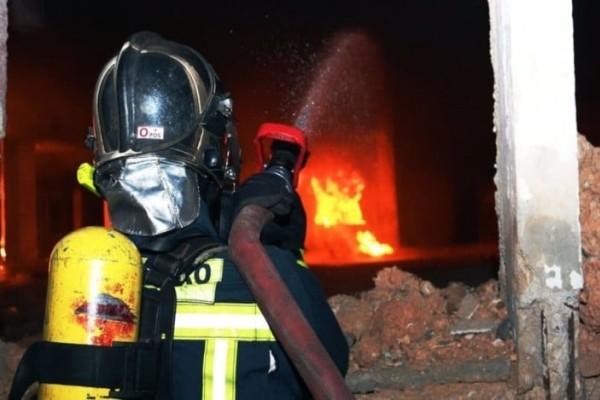 Χολαργός: Ξέσπασε ισχυρή πυρκαγιά σε πάρκινγκ!