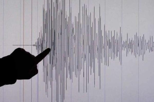 Ηλεία: Σοκάρουν οι εικόνες μετά τον σεισμό! - Βράχος έπεσε σε αυλή σπιτιού!