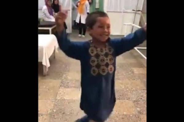 Δύναμης ζωής : 8χρονος που δέχτηκε σφαίρα σήμερα χορεύει!