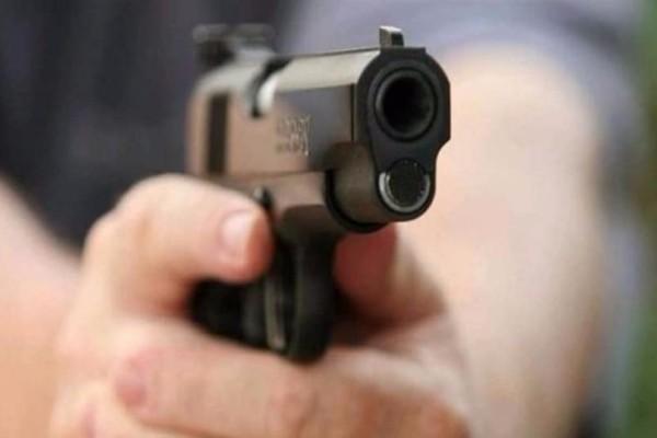 Φρίκη: Πατέρας πέρασε την κόρη του για διαρρήκτη και την πυροβόλησε!