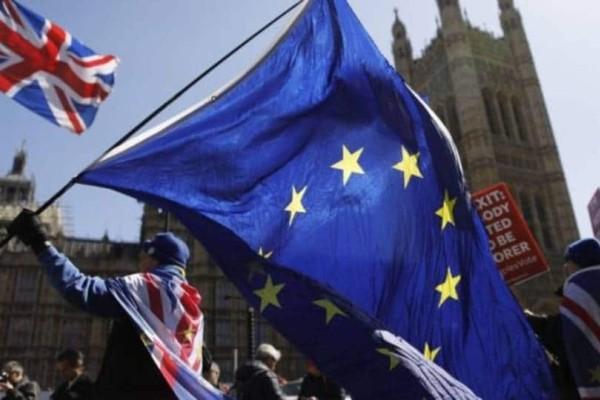 Βρετανία: Έλουσαν με μιλκσέικ τον επικεφαλή του Brexit!