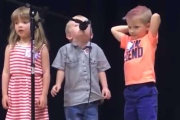 Επικό: Όταν τραγουδάς αυτό που θέλεις πραγματικά γίνεσαι viral!