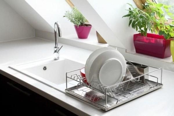 Αυτό είναι το μυστικό για να καθαρίσεις τα επίμονα λίπη από τα πιάτα σου
