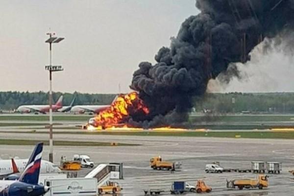 «Λιποθυμήσαμε από το φόβο»!: Σοκάρουν οι μαρτυρίες από την αεροπορική τραγωδία στην Μόσχα!