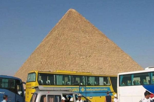Τρόμος στην Αίγυπτο: 12 τραυματίες από έκρηξη σε λεωφορείο!