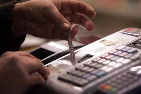 ΦΠΑ: Σε ποια είδη και υπηρεσίες αυξάνονται οι τιμές;