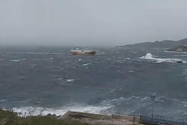 Τήνος: Οι ισχυροί άνεμοι και η μάχη του ''Θεολόγος'' με την θάλασσα!
