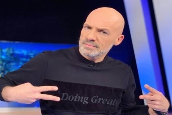 «Είμαι...»: Η στιγμή που ο ακομπλεξάριστος Νίκος Μουτσινάς μίλησε ανοιχτά για τη σχέση του!