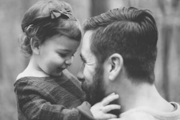 Έρευνα σοκ: Τι προβλήματα υγείας μπορεί να προκληθούν στους άντρες που γίνονται γονείς μετά τα 45;