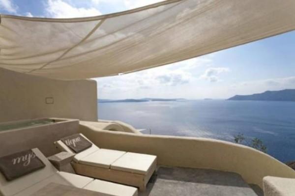 Μαγευτικό: Αυτό είναι δωμάτιο με την καλύτερη θέα στην Ελλάδα σύμφωνα με την Daily Mail!