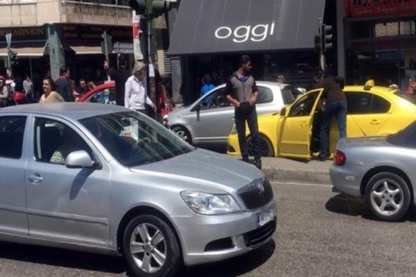 Τροχαίο στη Πατησίων: Ταξί συγκρούστηκε με ένα ΙΧ!