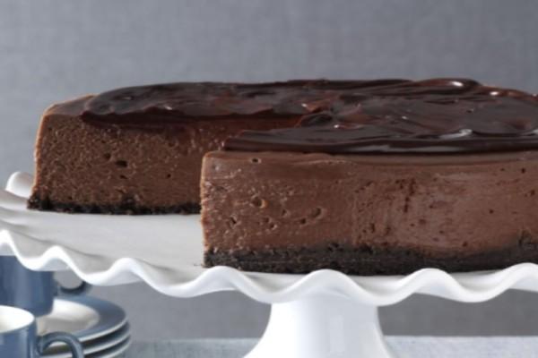 Το πιο νόστιμο Σοκολατένιο cheesecake χωρίς ψήσιμο!