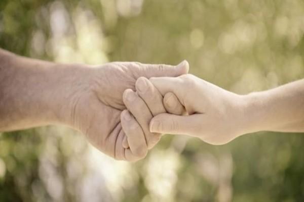 Απίστευτο: Γυναίκα συνάντησε για πρώτη φορά την 104 ετών βιολογική της μητέρα!