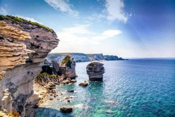 Το νησί των ονείρων μας: Επιστρέφει το κόστος του ξενοδοχείου αν...βρέξει!