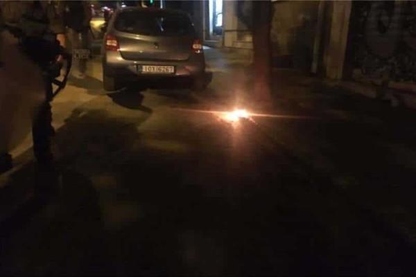 Επεισόδια αντιεξουσιαστών στην Χαριλάου Τρικούπη! - Βροχή από μολότοφ στα Γραφεία του ΠΑΣΟΚ!