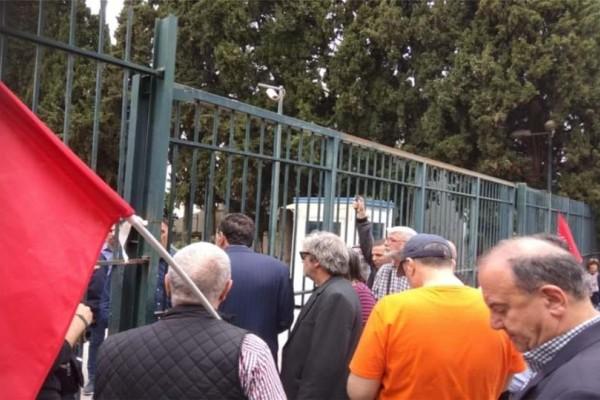 Διαμαρτυρία έξω από την ΕΡΤ από την Λαϊκή Ενότητα!