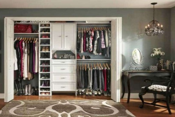 4+1 τρόποι να οργανώσετε σωστά την ντουλάπα σας τώρα που ήρθε η άνοιξη!