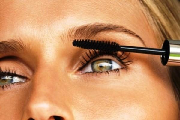 Το πιο χρήσιμο tip που μπορείς να κάνεις αν σου τελειώσει η μάσκαρα!