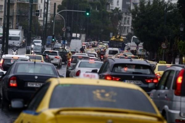 Κίνηση στους δρόμους: Χάος στην Αθήνα- Μποτιλιάρισμα παντού!