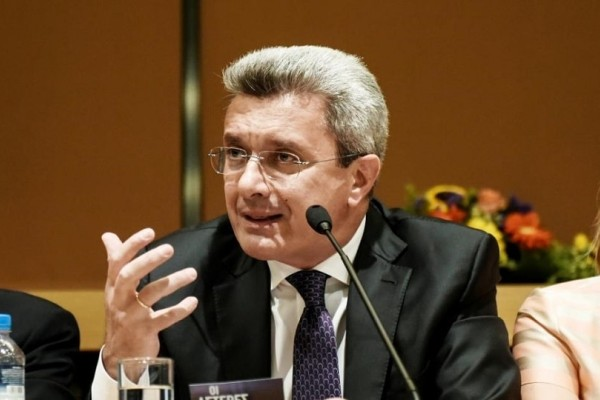 Νίκος Χατζηνικολάου: Η φωτογραφία του δημοσιογράφου που θέλει να εξαφανίσει! - Όπως δεν τον έχετε ξαναδεί!