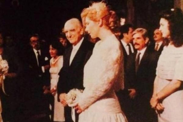 """""""Μη χτυπάτε τη Δήμητρα, χτυπήστε εμένα"""". Ο γάμος του 70χρονου Ανδρέα Παπανδρέου με την 35χρονη Δήμητρα Λιάνη!"""