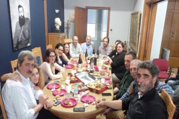 Παύλος Πολάκης: Tσιμπούσι στο υπουργείο για τα γενέθλιά του!