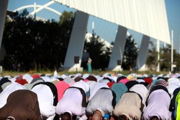 H προσευχή των μουσουλμάνων για το Ραμαζάνι σε ΟΑΚΑ και ΣΕΦ!