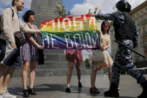 Οι Ρώσοι θέλουν δικαιώματα για τους ομοφυλόφιλους αλλά...δεν τους συμπαθούν!