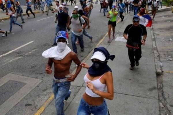 Βενεζουέλα: Νεαρή βρέθηκε νεκρή από σφαίρα στο κεφάλι κατά τη διάρκεια διαδήλωσης!