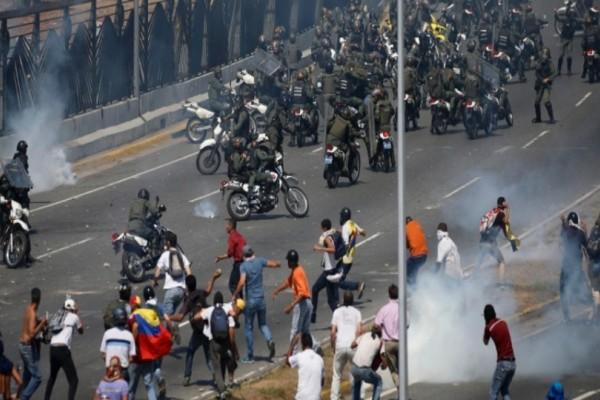 Βενεζουέλα: Στα πρόθυρα εμφυλίου - «Μαύρο» σε CNN και BBC έριξε ο Μαδούρο!(Video)