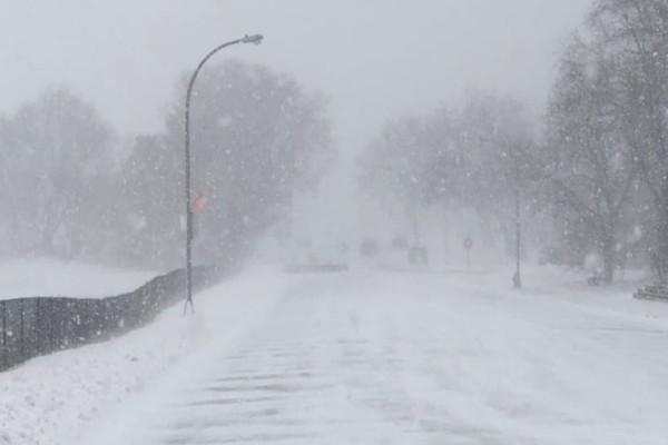 Ρουμανία: Σφοδρή χιονόπτωση-Παρέλυσε η κυκλοφορία!