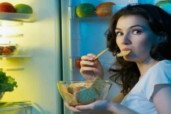 Προσοχή: Τρώτε αργά το βράδυ; Δείτε από τι κινδυνεύετε!