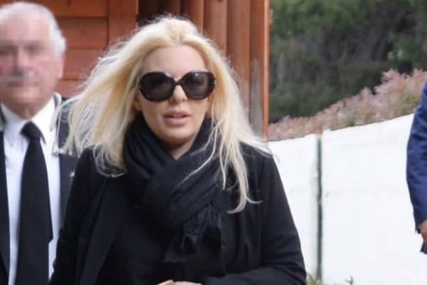 Αννίτα Πάνια: Το μεγάλο ψέμα για την κηδεία και η αλήθεια για τον Καρβέλα!