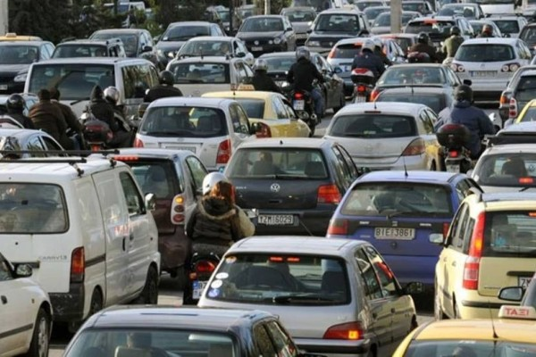 Τεράστιο μποτιλιάρισμα: Σε ποιους δρόμους υπάρχει πρόβλημα;