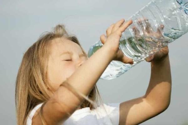 Μητέρα καταγγέλλει: Η ιδιοκτήτρια του κυλικείου δεν έδινε νερό στην κόρη μου για να μην της χρωστάνε στο τέλος της χρονιάς!
