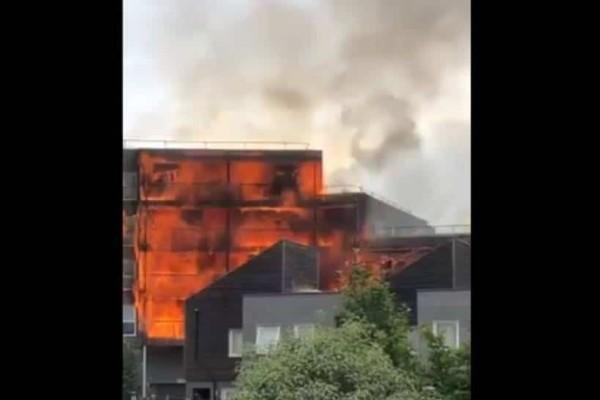 Τρόμος στο Λονδίνο: Φωτιά σε πολυκατοικία!