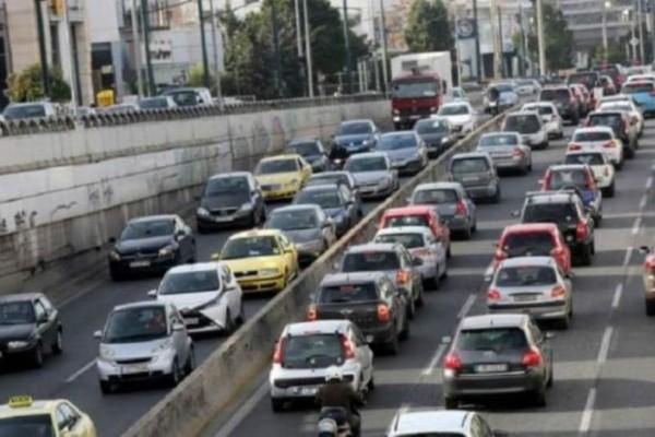 Κίνηση στους δρόμους: Κυκλοφοριακό χάος στην Αττική Οδό!